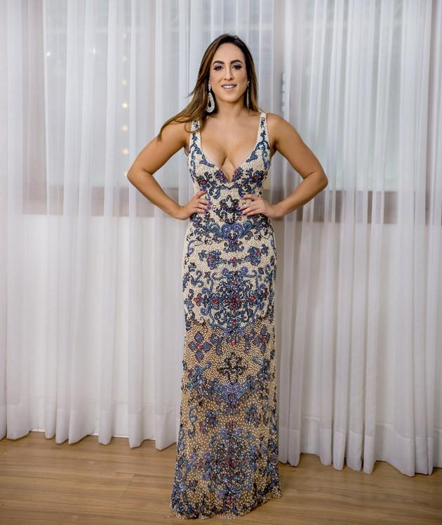 24eef3086 Fabiana Milazzo - Pérola. Fabiana Milazzo - Pérola. Início /; Vestidos Novos  e Semi-novos /; Longos ...